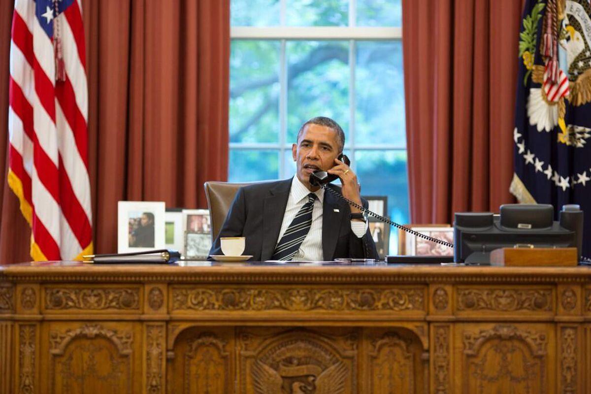 obama on phone with iran (pete souza)