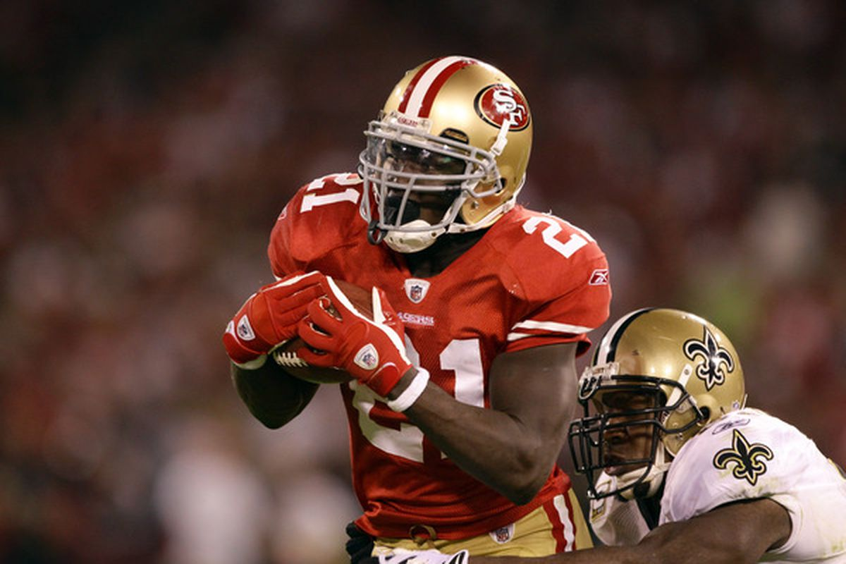 SAN FRANCISCO - SEPTEMBER 20:  Frank Gore #21 of the San Francisco 49ers catches the ball during their game against the New Orleans Saints at Candlestick Park on September 20 2010 in San Francisco California.  (Photo by Ezra Shaw/Getty Images)