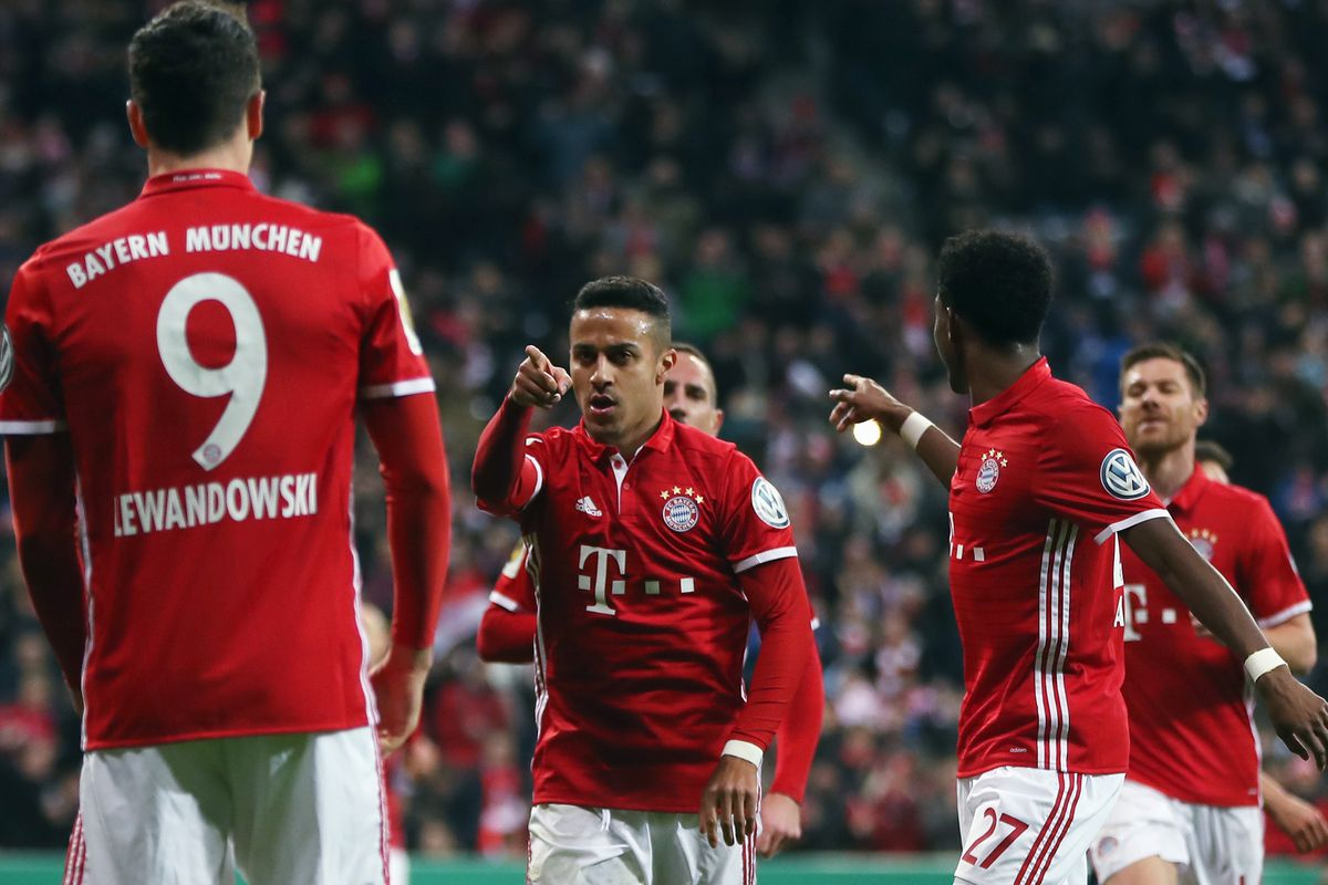 MUNICH, GERMANY - MARCH 01: Thiago Alcantara of Muenchen celebrates his team's second goal with team mate Robert Lewandowski during the DFB Cup quarter final between Bayern Muenchen and FC Schalke 04 at Allianz Arena on March 1, 2017 in Munich, Germany. (Photo by A. Beier/Getty Images for FC Bayern )