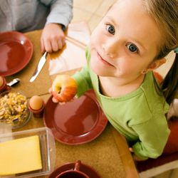 Dinner with the family is a necessary bonding opportunity, though it can be difficult to know how to start the conversation. Here are some good prompts to get the discussion going.