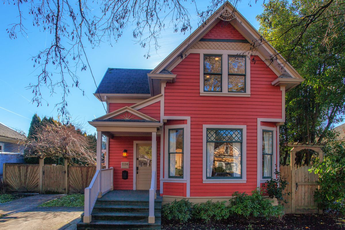 Red Victorian In Portland Yours