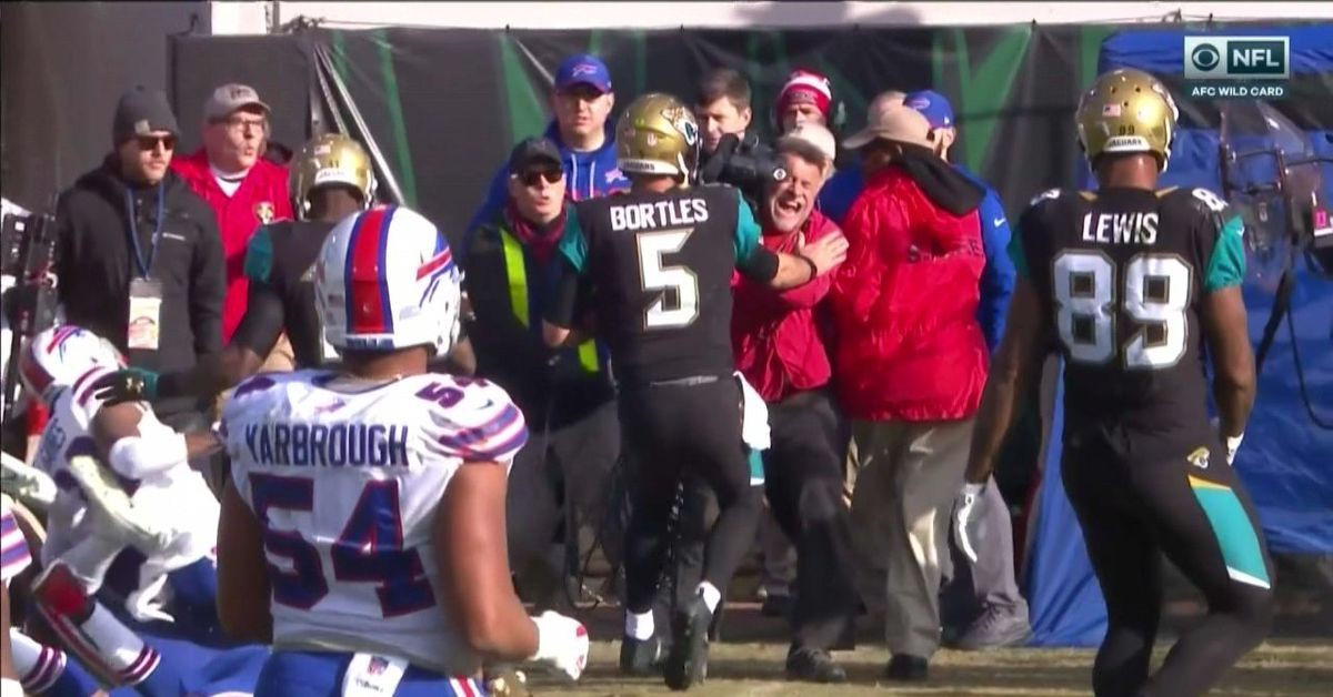 Blake Bortles knocked down a cameraman who was screaming for his life on the sidelineAmerican Football - Blake Bortles - CBS