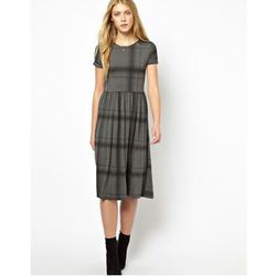 "<a href=""http://www.asos.com/ASOS/ASOS-Midi-Skater-Dress-In-Oversized-Check/Prod/pgeproduct.aspx?iid=3059959&cid=13499&sh=0&pge=0&pgesize=204&sort=3&clr=Grey"">ASOS Midi Skater Dress In Oversized Check</a>, $39.52 (was $52.69)"
