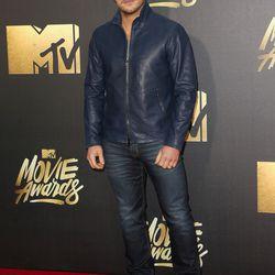 Chris Pratt wears a blue moto jacket and heavy contouring.