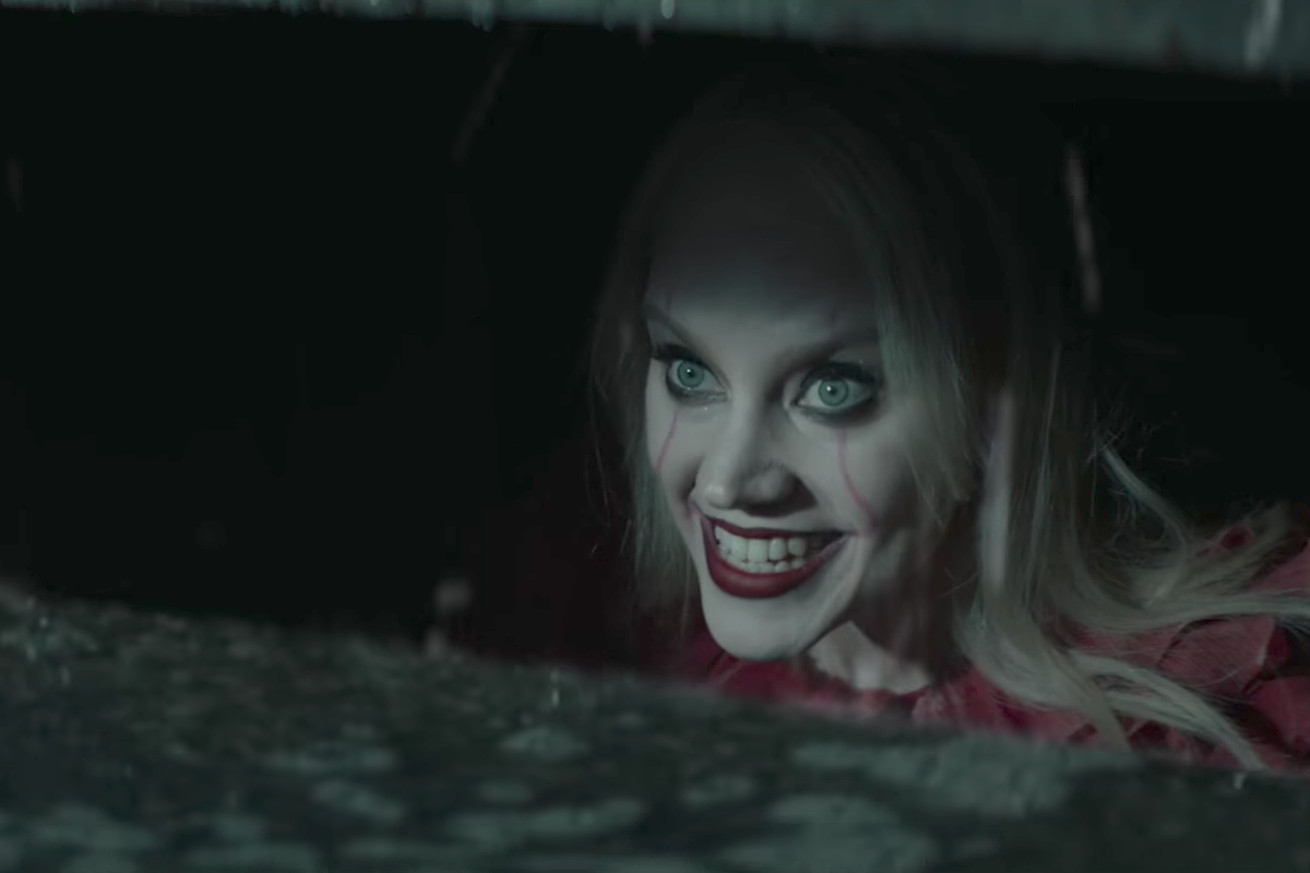 kate mckinnon is flawless as pennywise on snl but it s a tired joke about kellyanne conway