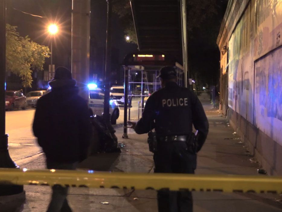 Police investigate a shooting about 11:30 p.m. Thursday, October 24, 2018 in the 6200 block of South King Drive in Chicago.   Justin Jackson/ Sun-Times