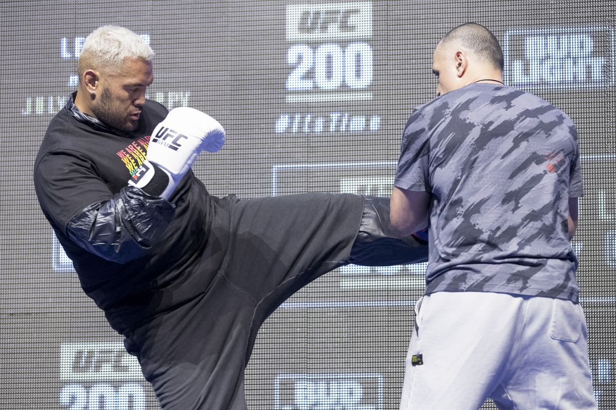 Morning Report: Mark Hunt rips the UFC and 'sellout' Jeff Novitzky for taking away his love of fighting
