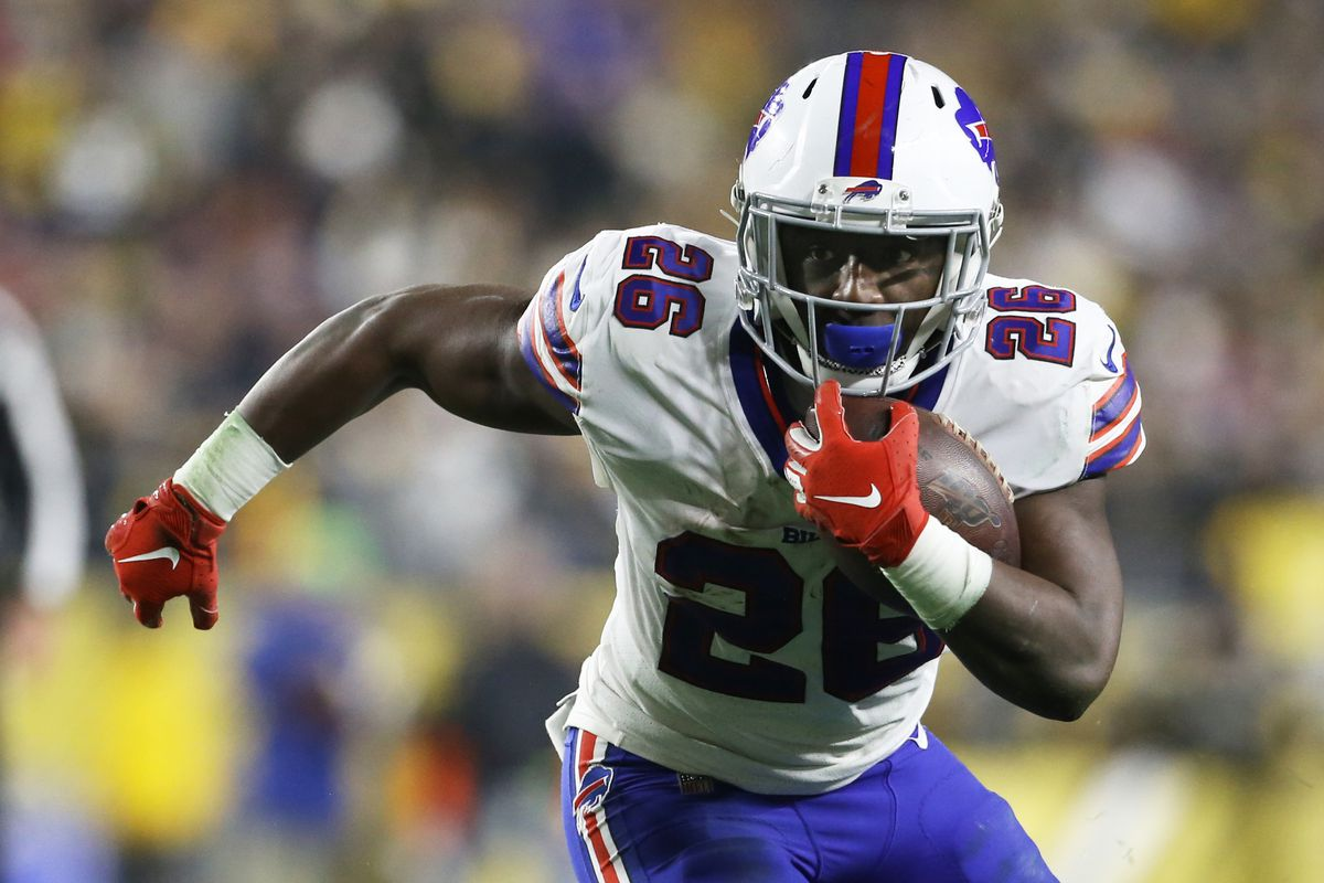 Buffalo Bills running back Devin Singletary runs the ball against the Pittsburgh Steelers during the second quarter at Heinz Field.