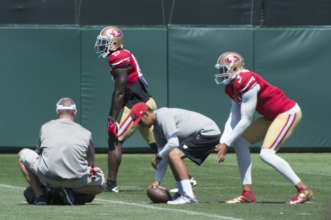 123901efa The 49ers have their first day off after four days of training camp practice.  We take a look at the developing story lines as the 49ers prepare for their  ...
