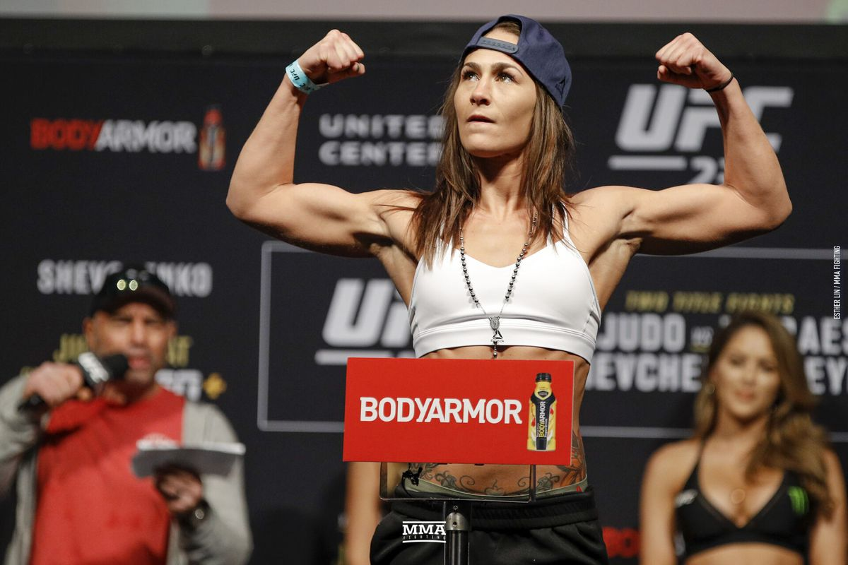 Jessica Eye vs. Viviane Araujo announced for UFC 245