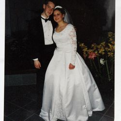 A wedding photo of Josh and Susan Powell from 2001.