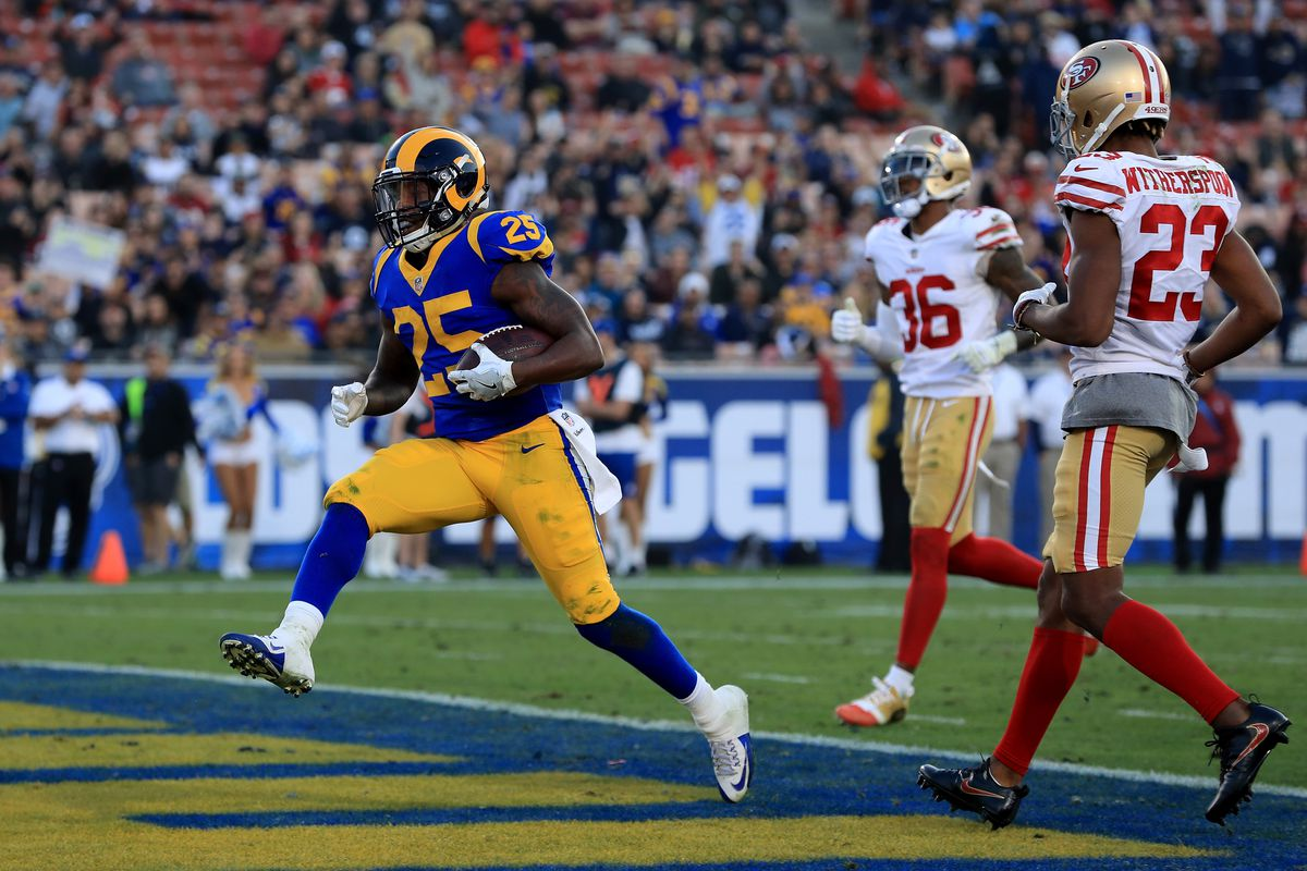 Los Angeles Rams RB Lance Dunbar scores a touchdown against the San Francisco 49ers in Week 17