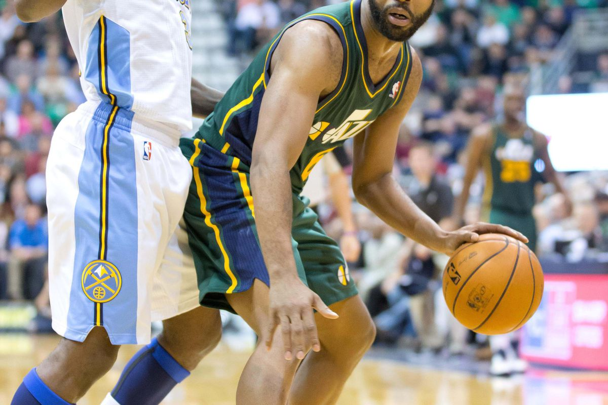 Ty Lawson defending Jamaal Tinsley in Denver's recent loss to the Jazz.