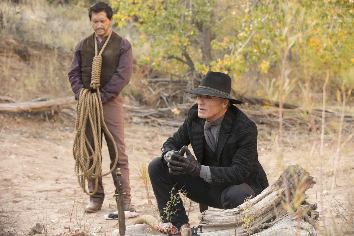 Clifton Collins Jr. and Ed Harris in HBO's Westworld, episode 104.