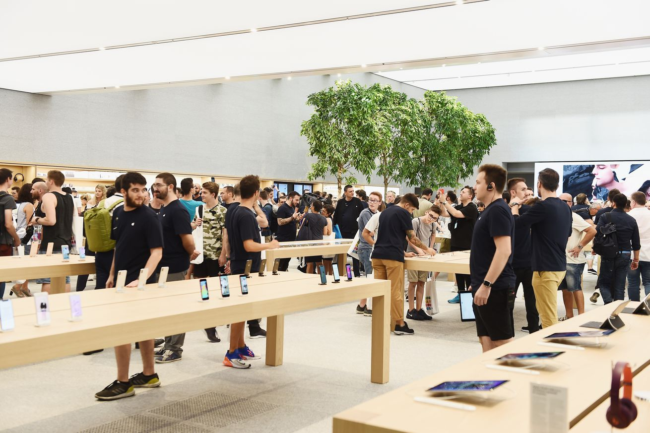 Apple contracts police to guard its Sacramento stores against ring of thieves