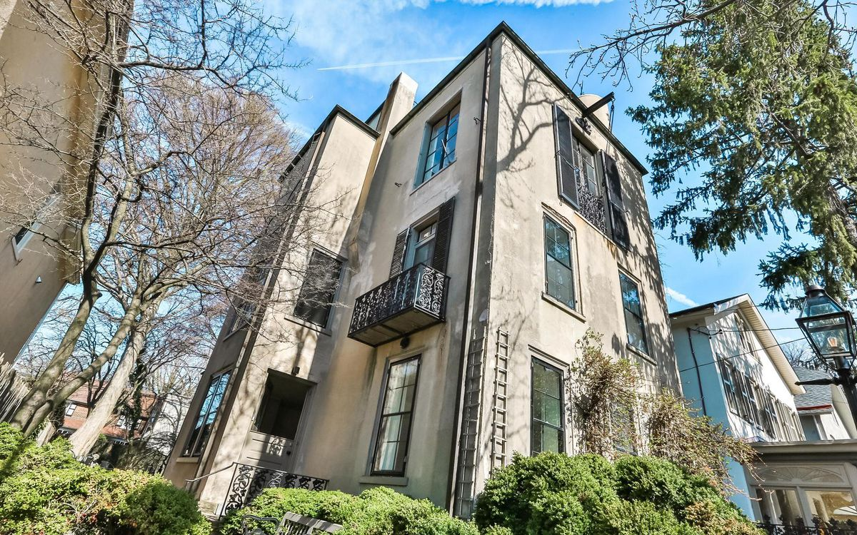 Artist S Sun Filled Home In Chestnut Hill Lists For 795k