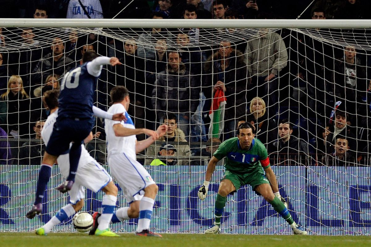 GENOA, ITALY - FEBRUARY 29:  Clint Dempsey of USA scores the first goal during the international friendly match between Italy and USA at Luigi Ferraris Stadium on February 29, 2012 in Genoa, Italy.  (Photo by Claudio Villa/Getty Images)