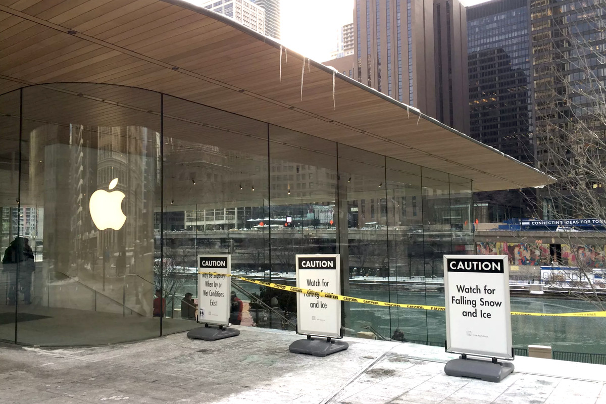 MacBook-shaped Chicago Apple store creating icicles