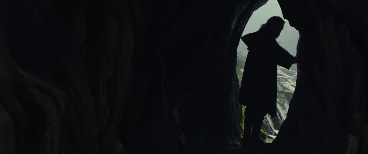 Star Wars: The Last Jedi - Luke in Ahch-To cave