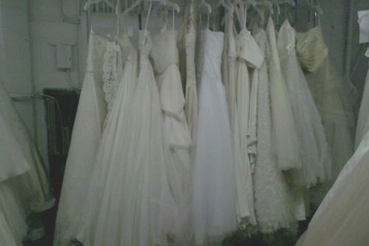 Bridal Sample Sales Where To Get The Dress For Much Less
