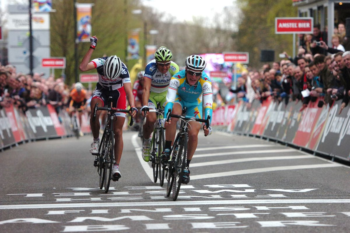 Gasparotto's win in 2012 was the third straight year the race finished in a group sprint atop the Cauberg.