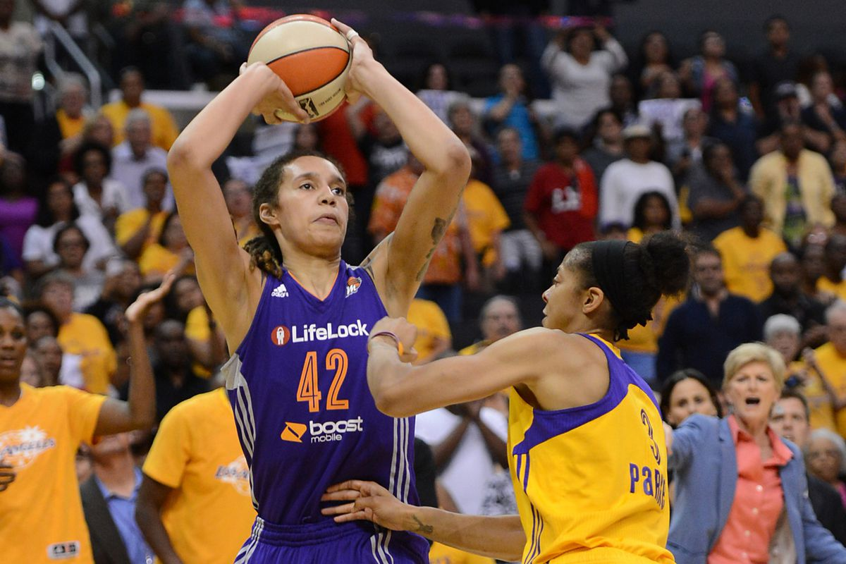 Phoenix Mercury rookie Brittney Griner hit the game-winning shot to send her team to the Western Conference Finals.