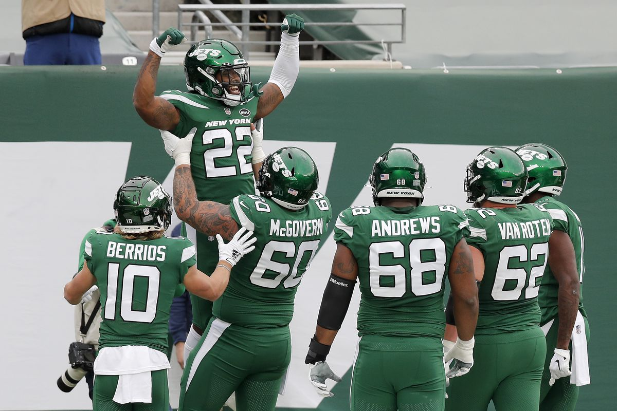 La'Mical Perine #22 of the New York Jets celebrates his touchdown against the Buffalo Bills with his teammates at MetLife Stadium on October 25, 2020 in East Rutherford, New Jersey.