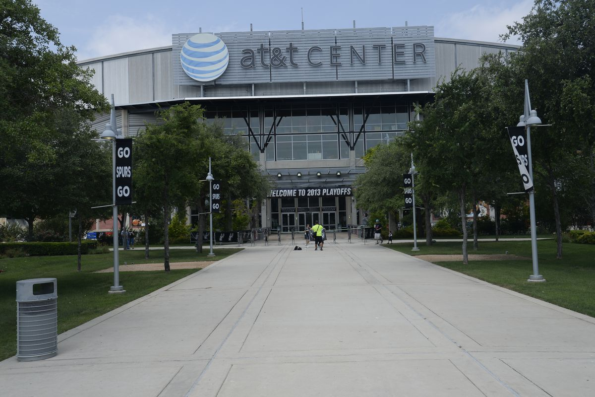 Memphis Grizzlies v San Antonio Spurs - Game One