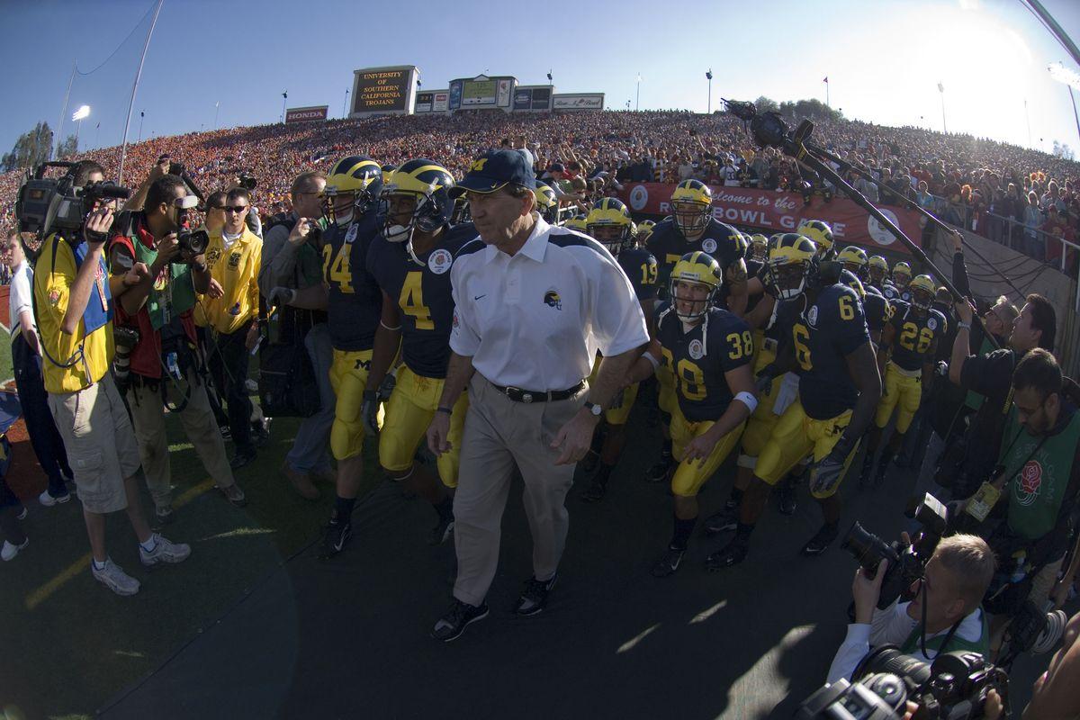 NCAA: USC Beats Michigan 32-18