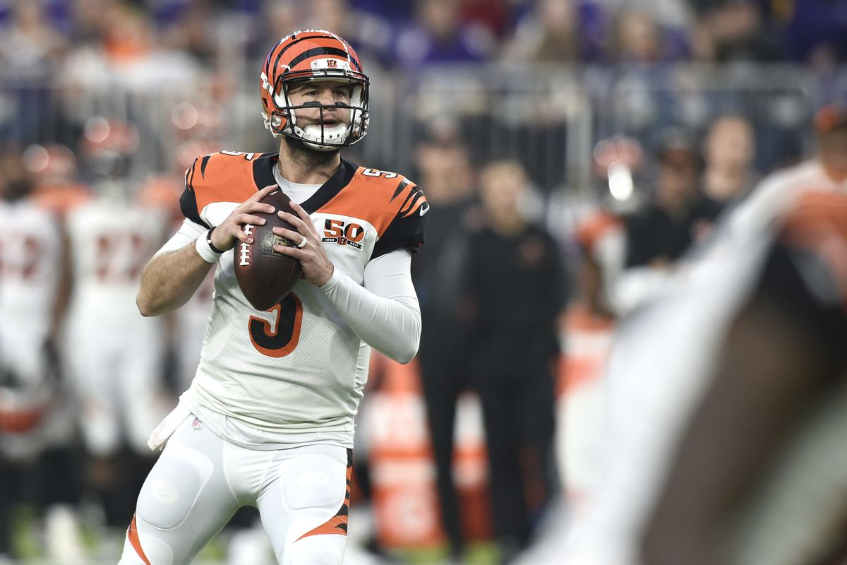 Patriots looking to sign AJ McCarron as Tom Brady's 2018 backup