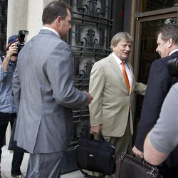 Former Major League Baseball pitcher Roger Clemens follows his attorney Rusty Hardin into federal court in Washington in Washington, Monday, April 16, 2012, for jury selection in the perjury trial on charges that he lied when he told Congress he never used steroids and human growth hormone.  (AP Photo/Manuel Balce Ceneta)