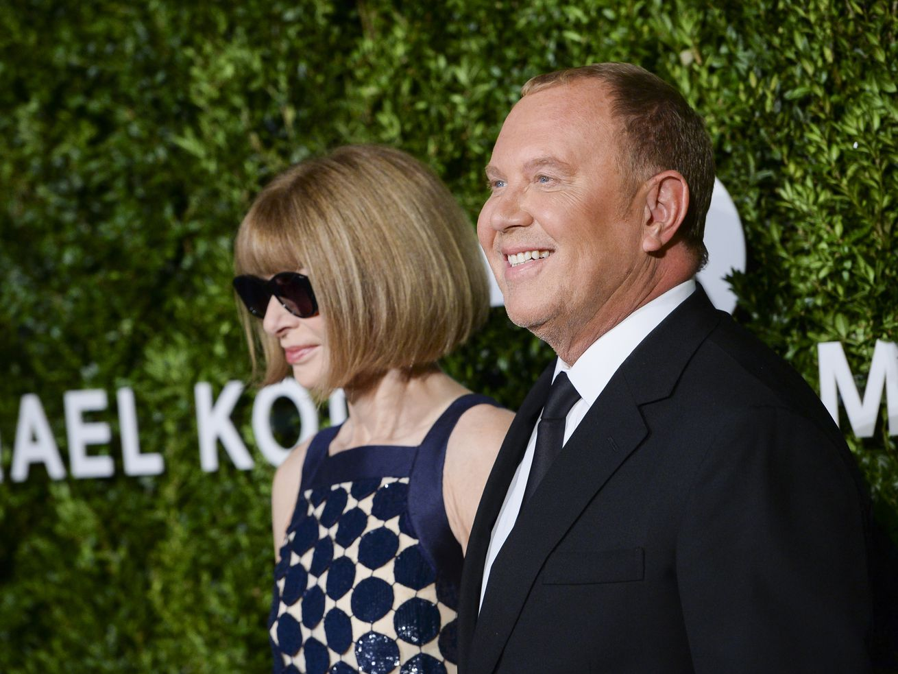 Michael Kors and Vogue editor Anna Wintour pose on the red carpet at a charity event in New York City in 2016.