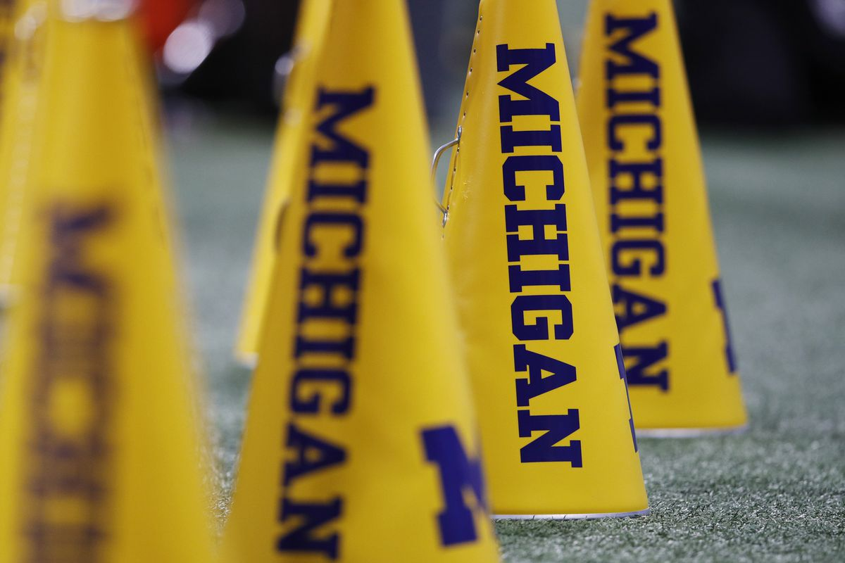 Michigan has high odds to make College Football Playoff, according to SuperBookUSA
