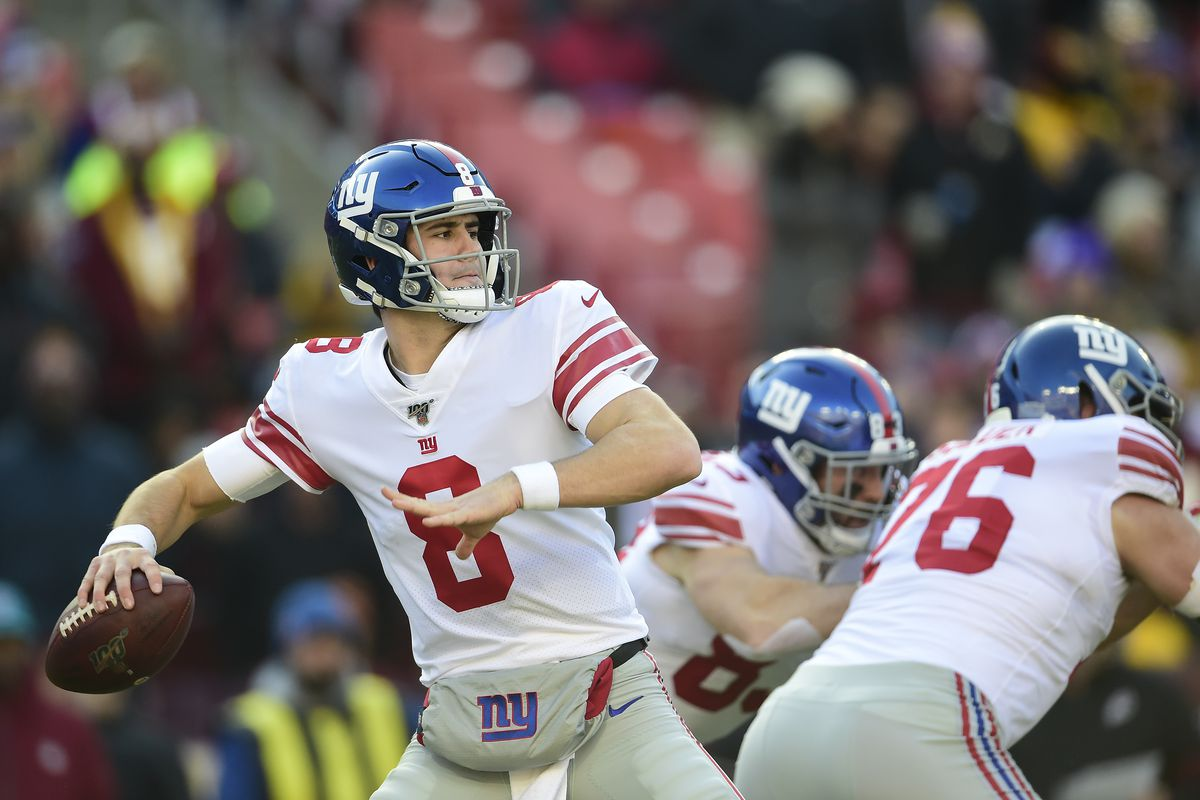 Daniel Jones of the New York Giants throws a pass in the first half against Washington at FedExField on December 22, 2019 in Landover, Maryland.