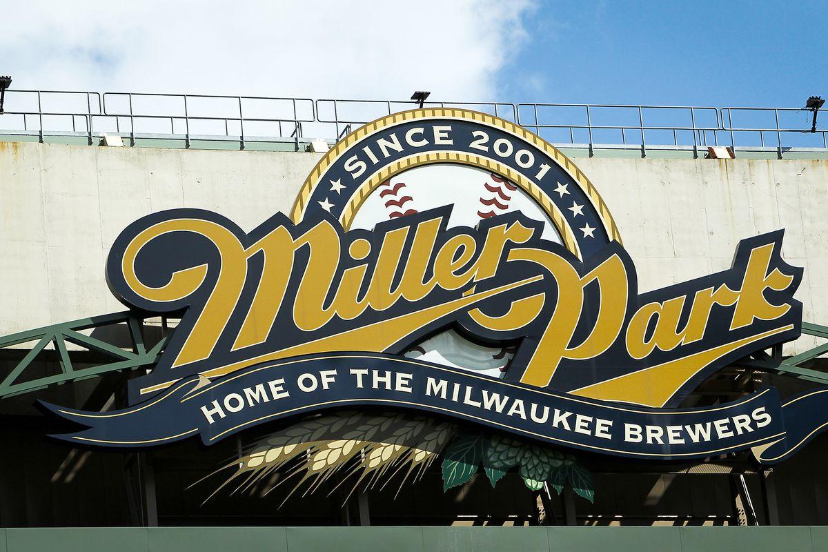Cincinnati Reds v Milwaukee Brewers