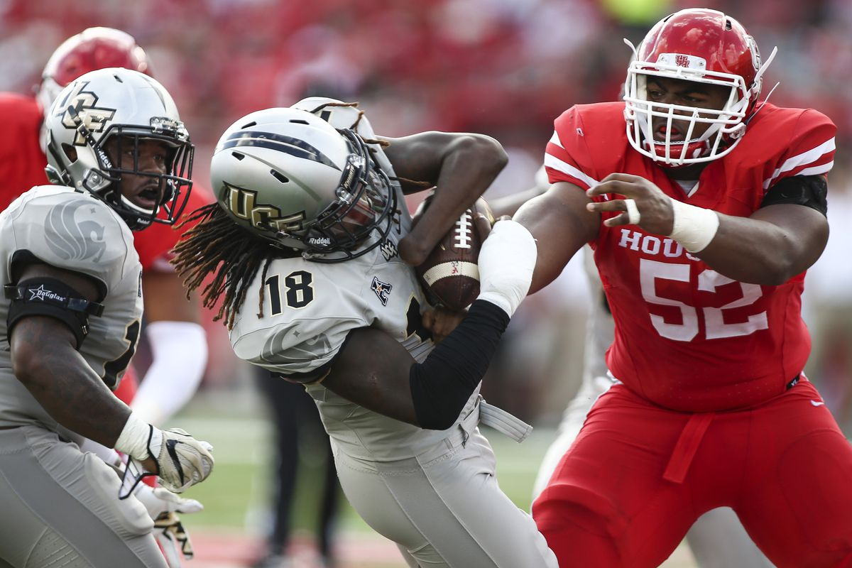 Ucf S One Handed Lb Shaquem Griffin Is The Aac Defensive Player Of