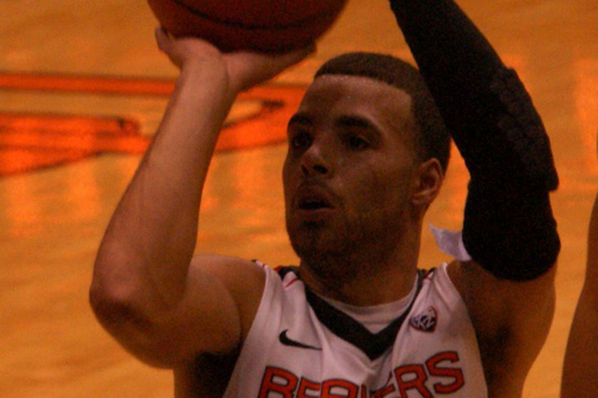Roberto Nelson leads Oregon St. into the 2013-14 season tonight against Coppin St.