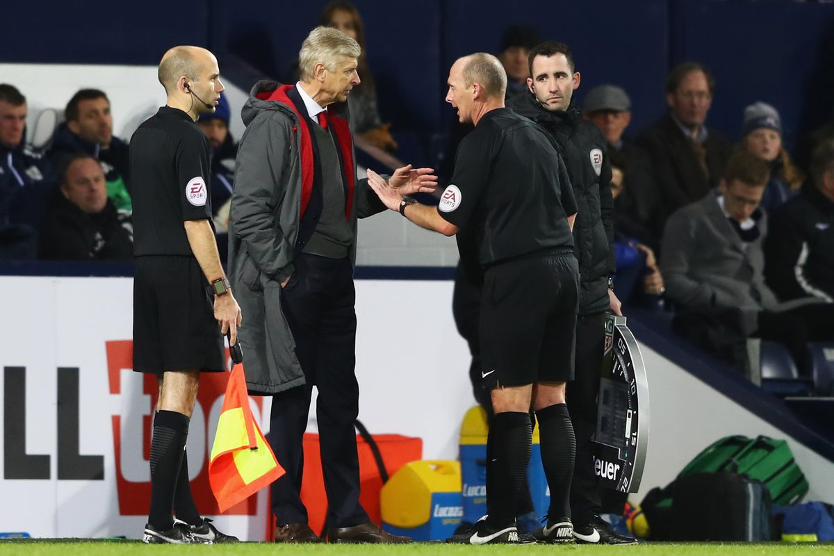 Arsene Wenger: Arsenal boss called referee Mike Dean 'a disgrace'