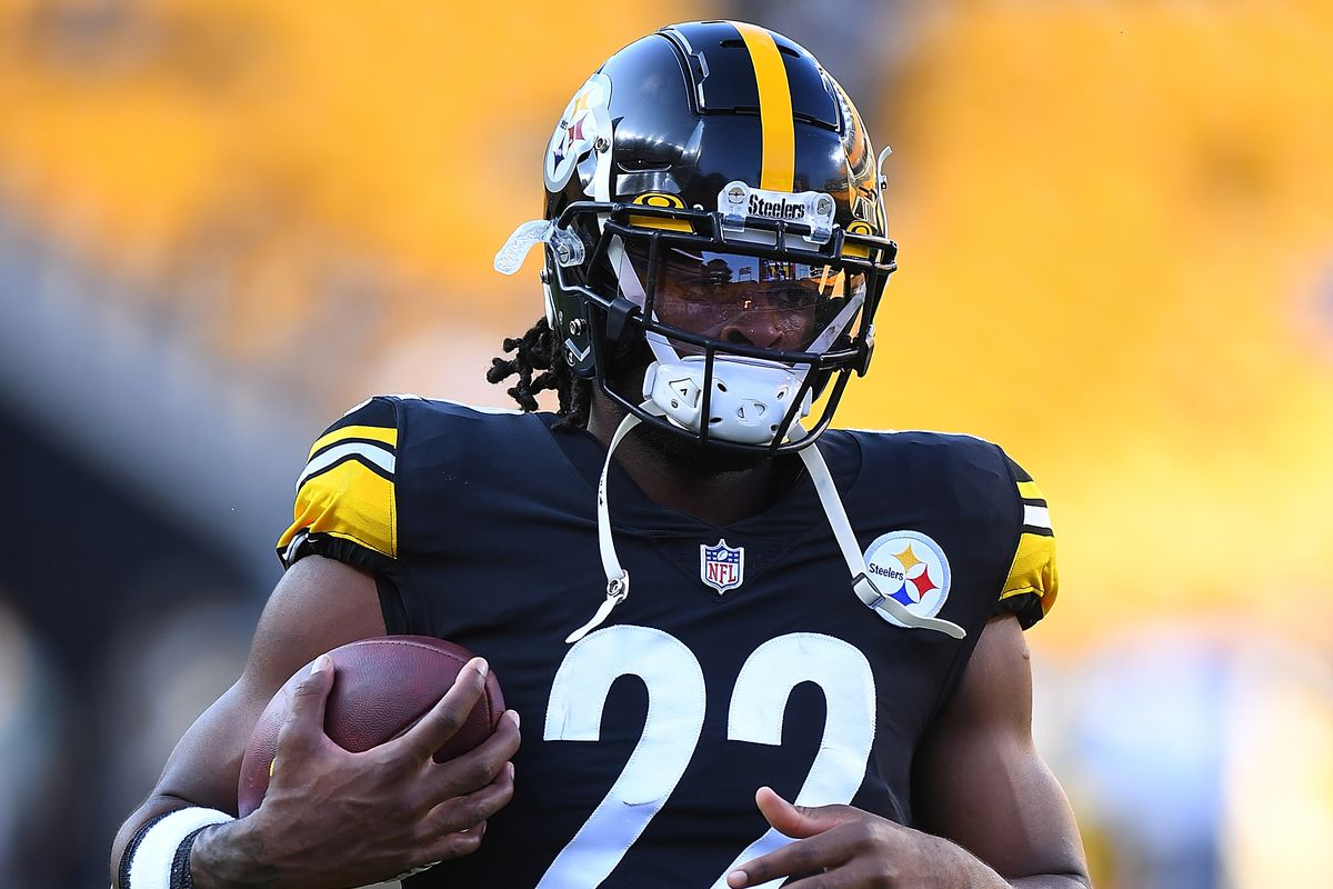 Najee Harris #22 of the Pittsburgh Steelers warms up prior to the game against the Detroit Lions at Heinz Field on August 21, 2021 in Pittsburgh, Pennsylvania.