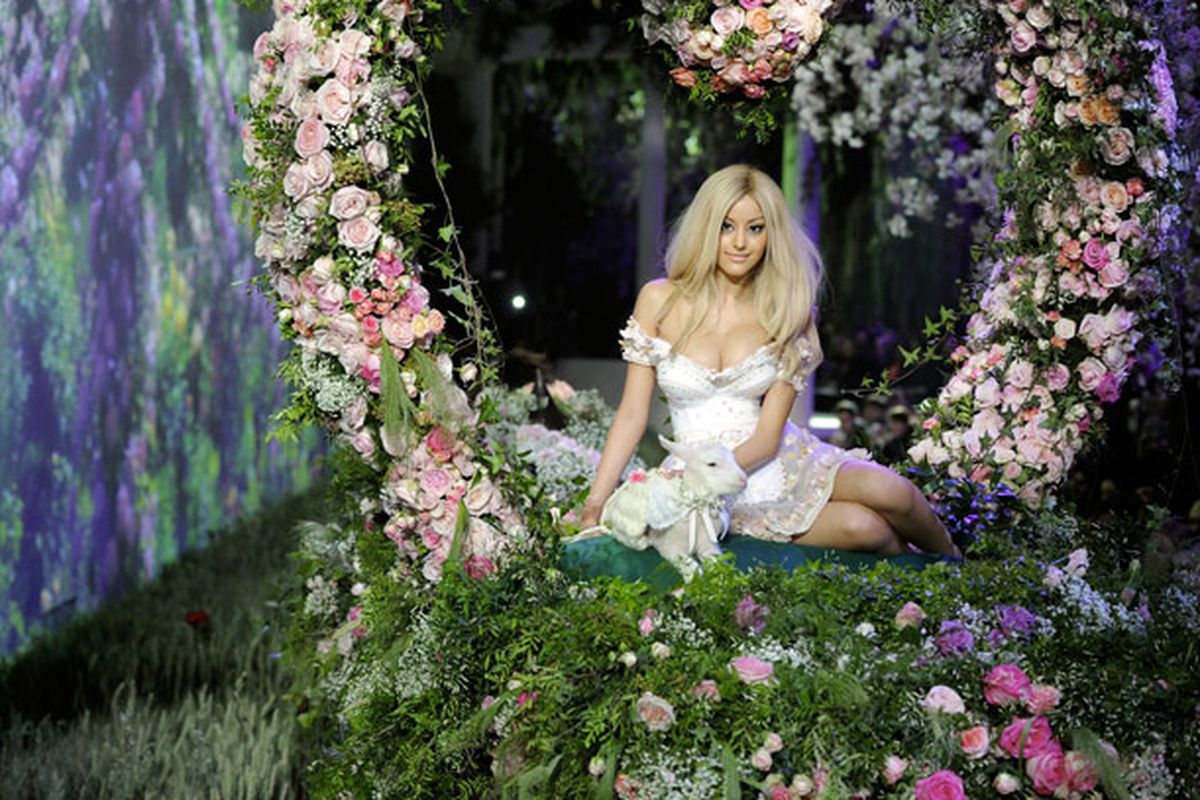 "Image via <a href=""http://www.zahia.com/collections/en/spring-summer-2013/fleurs/37"">Zahia Dehar</a>"