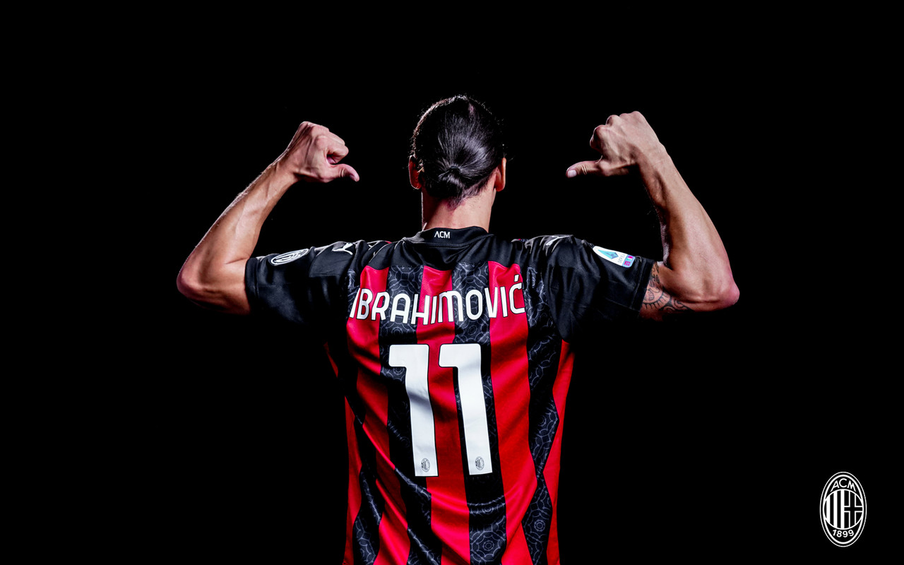 Official Ac Milan Striker Zlatan Ibrahimovic Signs Contract And Returns To Iconic No 11 Shirt The Ac Milan Offside