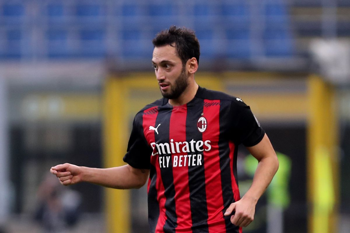 Ac Milan Attacking Midfielder Reportedly In Talks To Join Manchester United On A Free Transfer The Ac Milan Offside