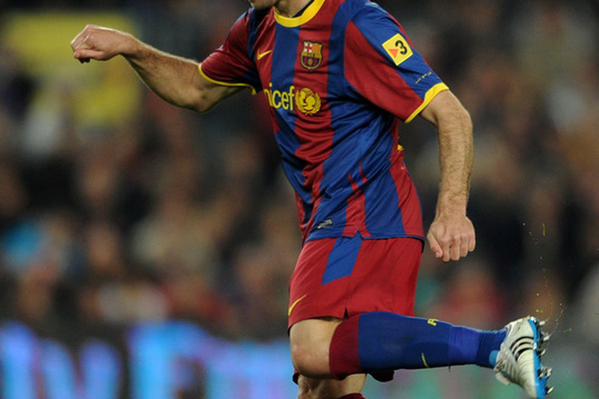 BARCELONA, SPAIN - MARCH 05:  Maxwell of Barcelona controls the ball during the la Liga match between Barcelona and Real Zaragoza at the Camp Nou stadium on March 5, 2011 in Barcelona, Spain.  (Photo by Jasper Juinen/Getty Images)