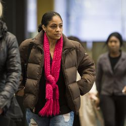Alice Clary walks into the Leighton Criminal Courthouse for R&B star R. Kelly's first court appearance following his arrest on charges he sexually abused four people, including three underage girls, Saturday afternoon, Feb. 23, 2019. | Ashlee Rezin/Sun-Times