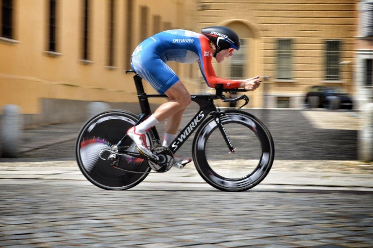 Ellen van Dijk winning the Stage 8 ITT