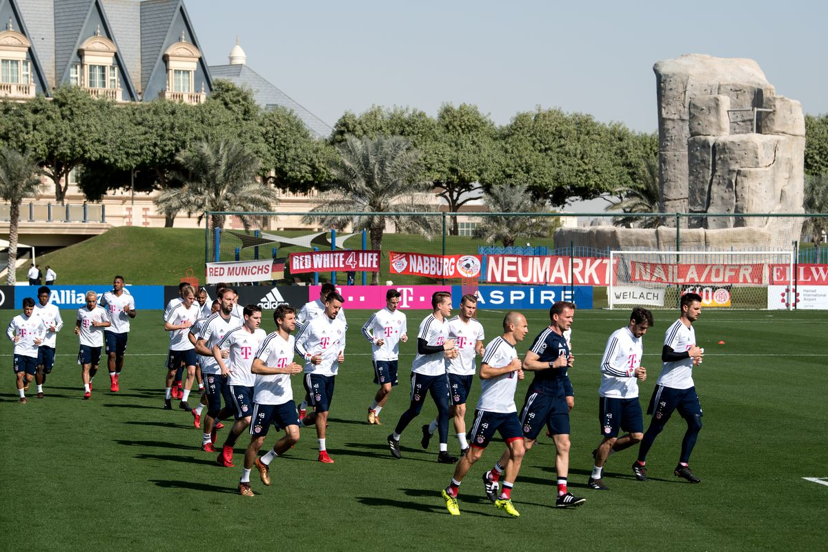 Bayern Munich Training camp in Doha Bayern Munich's players warm up during a training session in Doha, Qatar, 06 January 2018. Bayern Munich prepares for the second half of the season at a winter training camp in Qatar between 02 and 07 January 2018. Photo: Sven Hoppe/dpa