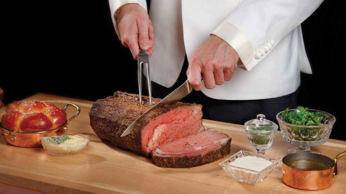 A chef cuts chateaubriand
