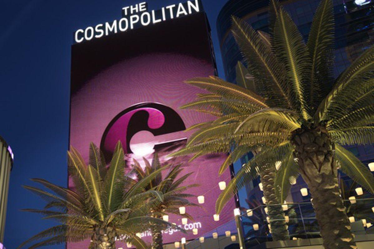 According to the Irish Times, the Cosmopolitan of Las Vegas has six restaurants. We count 13.