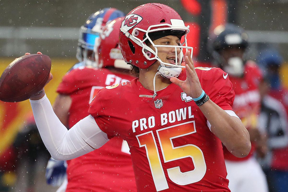 Tony Romo says Patrick Mahomes is the future of the quarterback position in the NFL