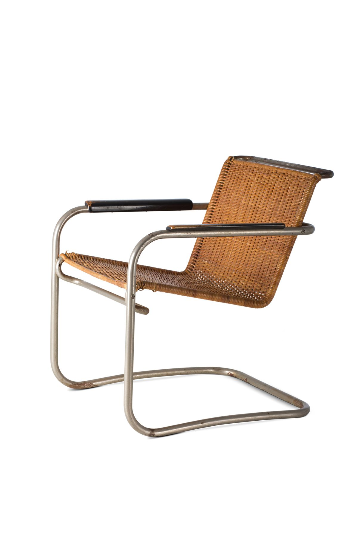 Wicker chair with tube legs